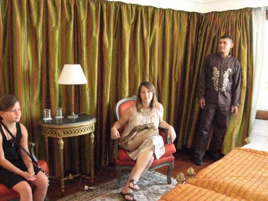 Cloé et Floriane dans une des suites.
