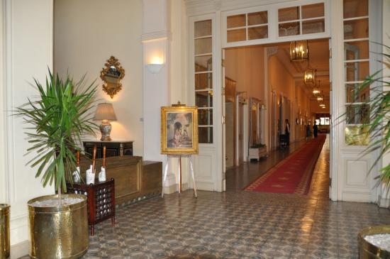 """Couloir d'accès au bar et restaurant """"1886"""" et """"la corniche"""""""