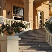 Détail de l'escalier d'accès à l'hôtel côté corniche.