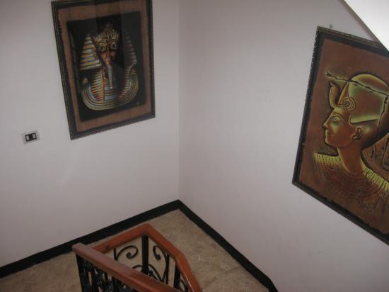 Cage d'escalier de la villa KV1