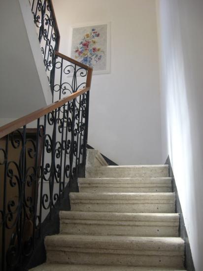 Escalier d'accès au 1er étage.