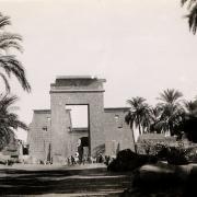 L'arche de RamsèsIII du site de Karnak - Photo envoyée par Marie Grill