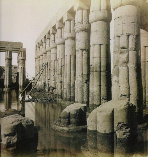 Temple de Louxor - La cour Aménophis III.