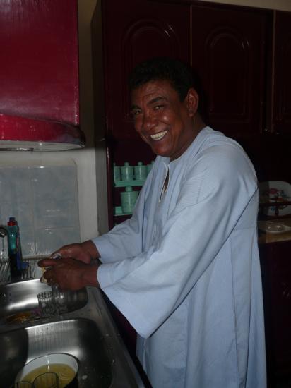 Mohamed à la cuisine !! Photo Cathy