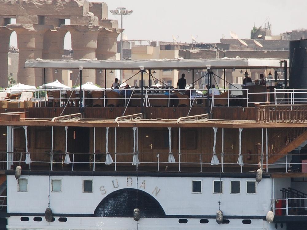 Le Sudan quitte Louxor pour Assouan. Avril 2009