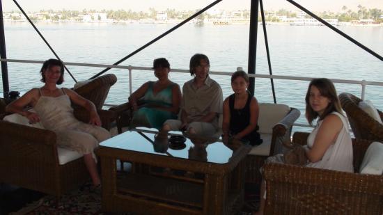 Valérie, Ariane, Philippe, Cloé et Floriane sur le pont.
