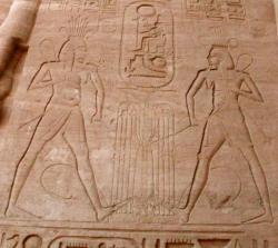 Temple d'Abou Simbel. Représentation de 2 dieus Hapy. Photo de Anne.T