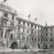 Dans quelle ville se trouve le célèbre établissement Old Winter Palace  ?