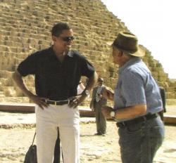 Obama et Hawas devant Chéops.