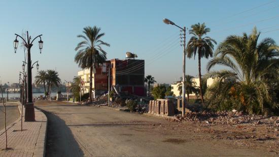 Le Nile Valley isolé au milieu des gravas !