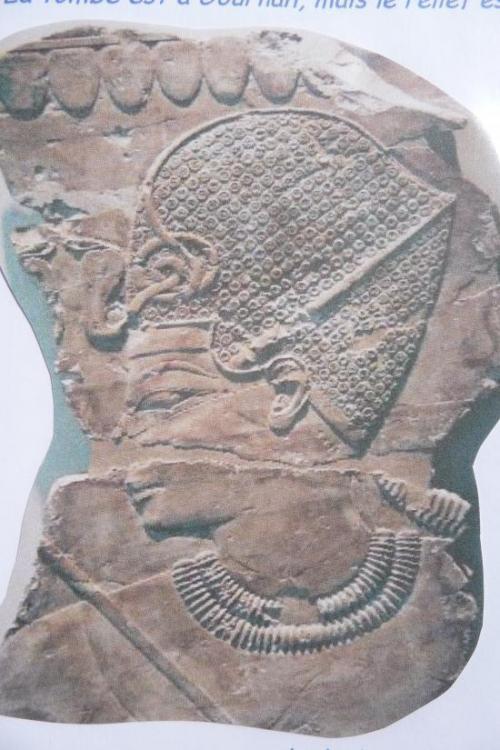 Amenhotep coiffé du khepresch (Musée de Berlin)