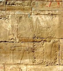 Le dieu Min ( àdroite ) - Temple de Louxor.