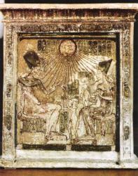 Stèle avec la famille d'Akhenaton sous le disque solaire - 1340avJ.-C.