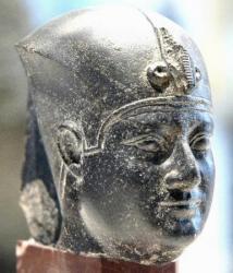 Nectanébo I - Musée du Louvre.