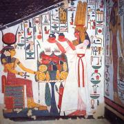 Quel est le nom de la grande épouse royale de Ramsès II ?