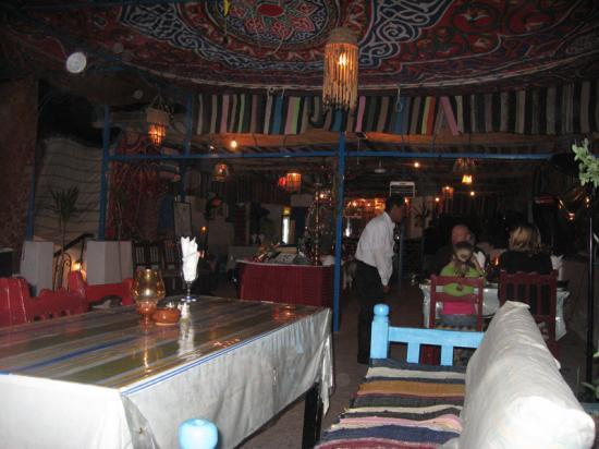 Salle de restaurant en terrasse du Gezira Garden. (Le soir seulement).
