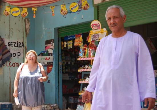 Avec Sayed dans une épicerie de Louxor