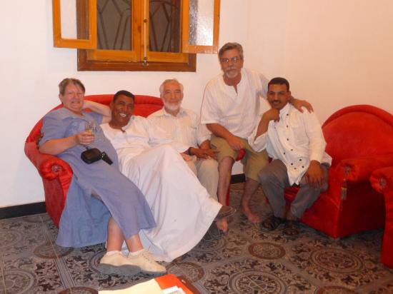 Nicole, Mohamed, Philippe, Jean-Marie et Chazli dans le salon de Cléopâtre.