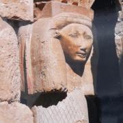 Sous quelle forme est représentée la déesse Hathor ?