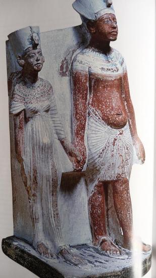 Statuette du couple exposée au Louvre.