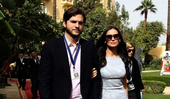 Demi Moore et Ashton Kutcher dans les jardin du Old Winter Palace.