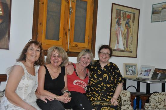 Les drôles de dames ! Renée est à gauche.