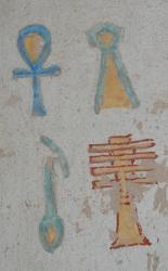 Hiéroglyphes sur les murs de la tombe