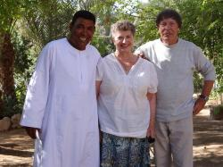 Mohamed, Marie-Françoise et Christian Leblanc egyptogue Français (mission de Ramasseum)
