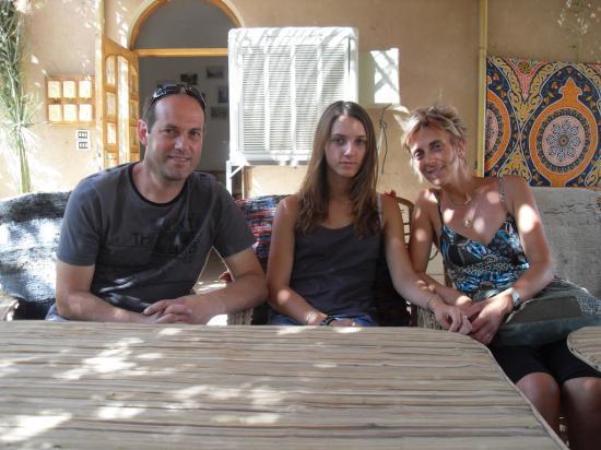 Caroline et sa famille au restaurant de Medinet Abou