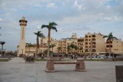 Esplanade devant la mosquée Abou el Hagag.