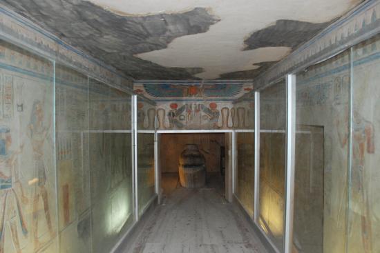 Vue générale de la tombe d'Amonherkhepechef