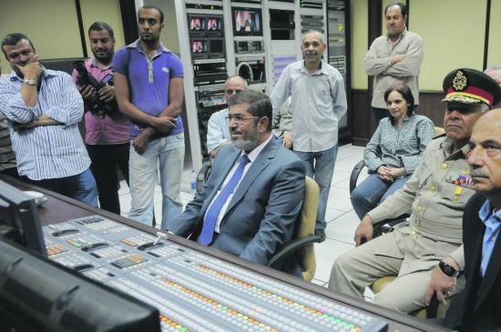 en-egypte-le-president-morsi-partagera-le-pouvoir-avec-l-armee-article-popin.jpg