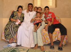 Shaata avec son mari Mohamed et leurs enfants,  petits enfants d'Hussein