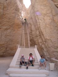 Accès à la tombe de Thoutmosis III