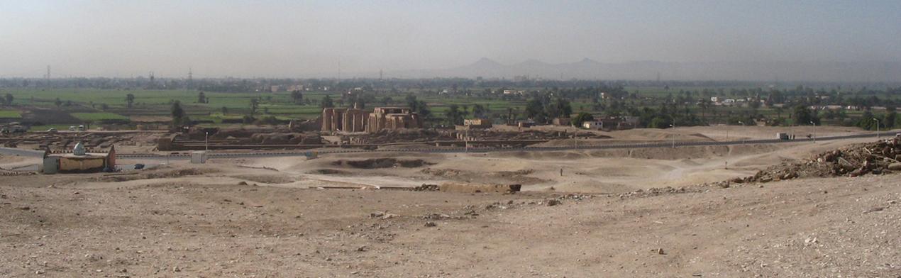 Au centre le Ramesseum.