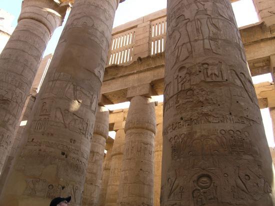 Salle hypostyle du temple de karnak.