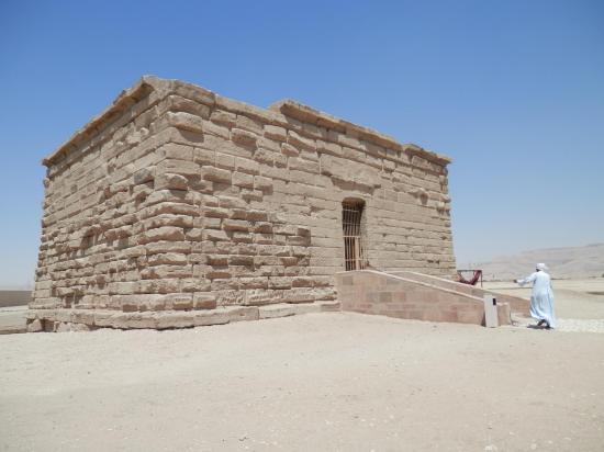 Petit temple d'Isis - Photo de Annik et Bernard - Mars 2014