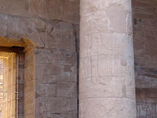 Porte de la dorée du temple d'Edfou.