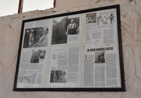Presse sur les murs du Resthouse du Ramesseum