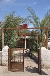 Entrée du Ramasseum Resthouse (de la route à gauche du temple)