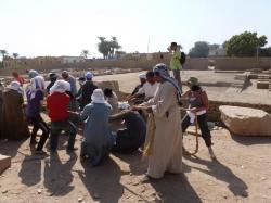 Secteur DBS devant STO - Régine au travail - Ramesseum